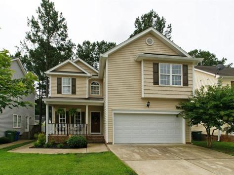 822 Brookhannah Ct, Fuquay-Varina, NC